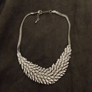 EUC Silver toned statement feather necklace